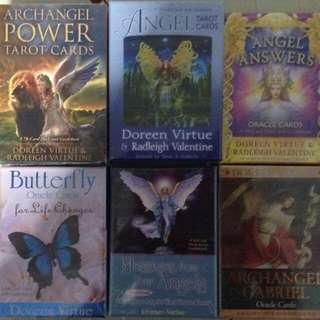 Oracle cards and tarot cards
