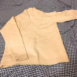 New white sweater 🧡💛 全新v領高領一字領厚實冷衫