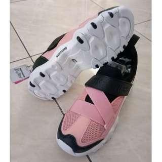 Sepatu skechers dlite blackpink