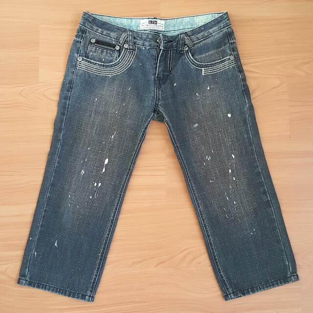 3/4 JEANS WITH PAINT ACCENT