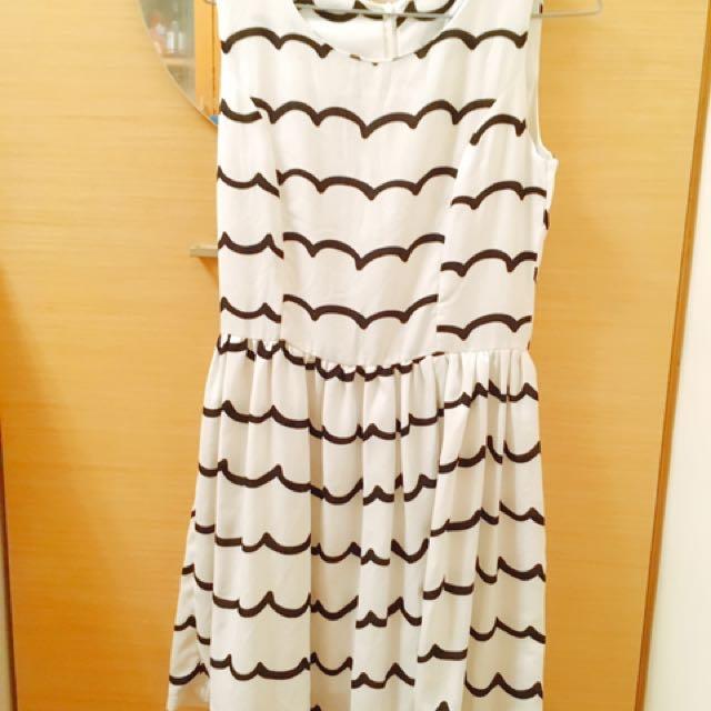 白色波浪圖案小洋裝