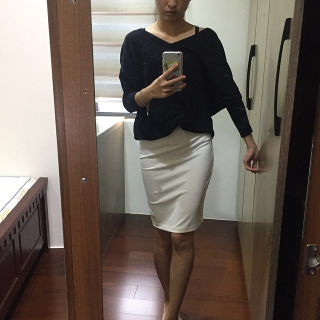 百搭黑色針織上衣+全白及膝裙✨