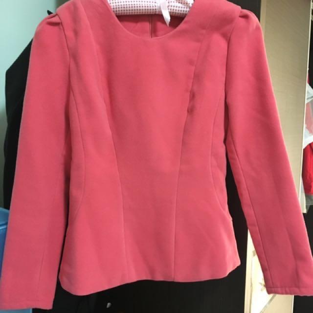 粉紅挺版上衣