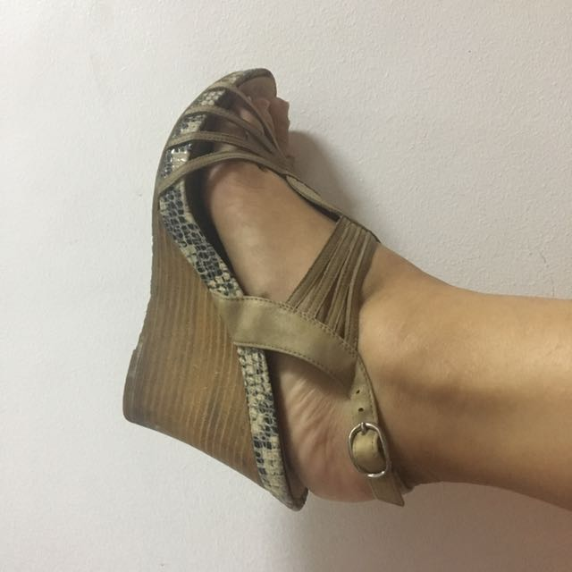 Auth Staccato Wedge