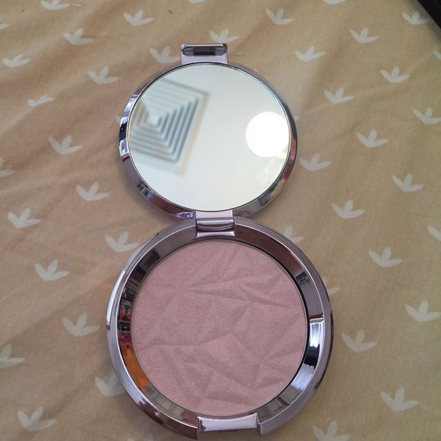 Becca shimmering skin perfector (highlight)
