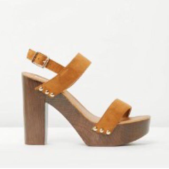 BILLINI Block Platform Heels Size 10 Tan Suede