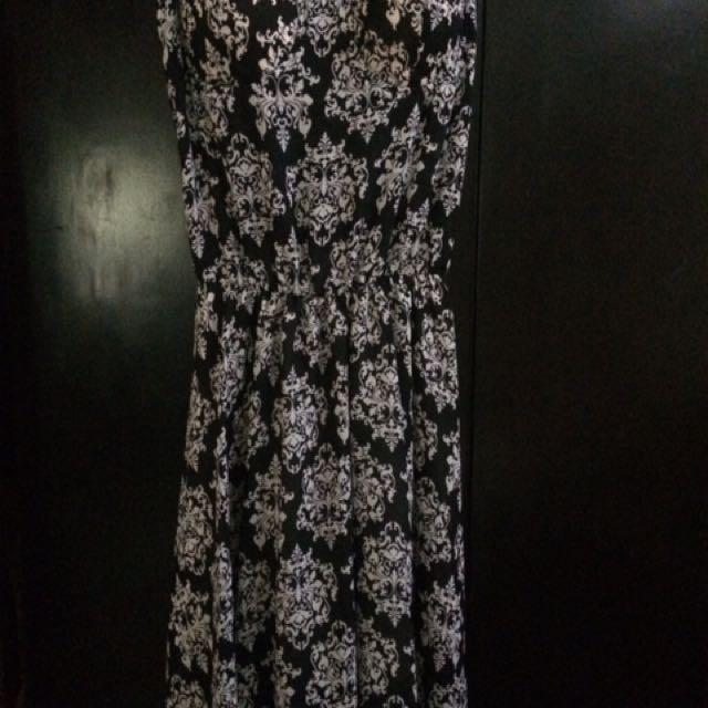 Black Knee-length Dress With Pads