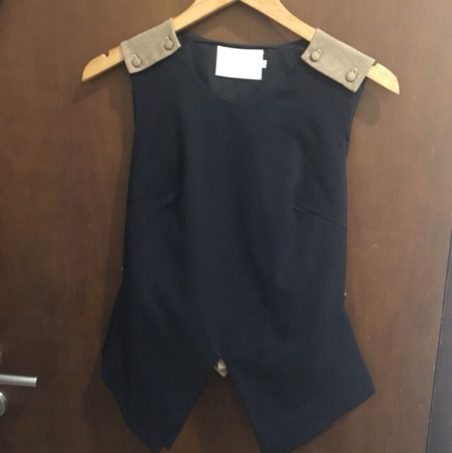 BLOOM APPAREL TOP SIZE M