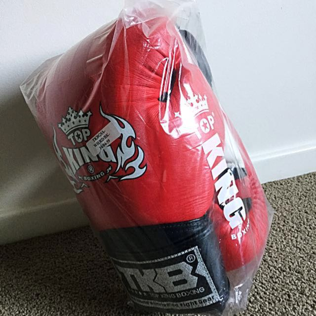 BRAND NEW TOP KING SUPER AIR 14OZ MUAY THAI/BOXING GLOVES