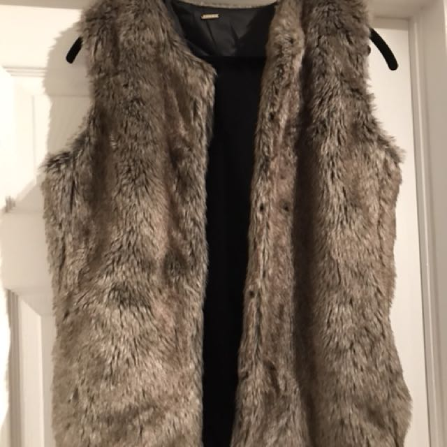 Brand new with tags aldo fur vest, has pockets.