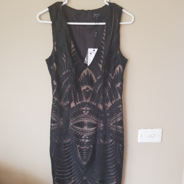 Embroidered dress size 6