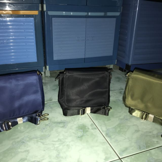 EXCLUSIVE SLING BAG