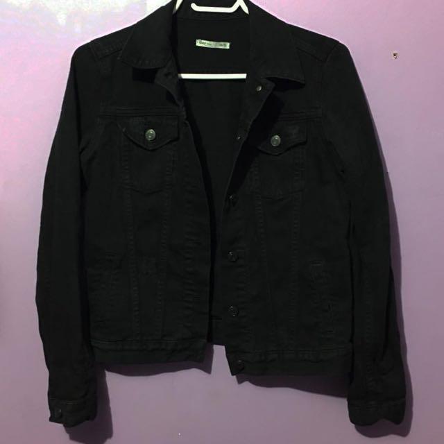 GAP Black Jean Jacket ( $20 Size XS-S)