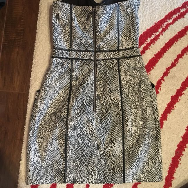 Guess Reptile Print Dress With Pockets Size 2 built in bra