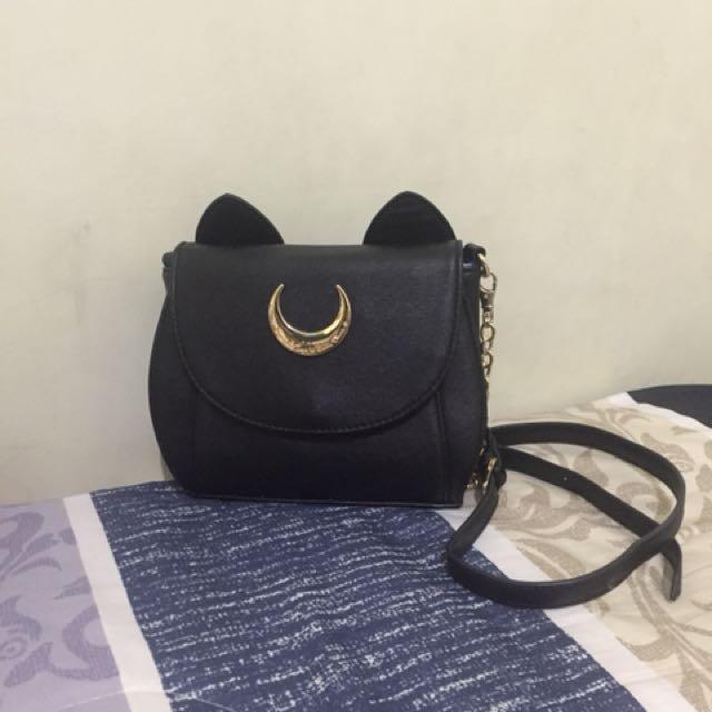 Luna cat sling bag by Samantha Vega
