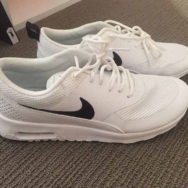 Nike Thea's white/black