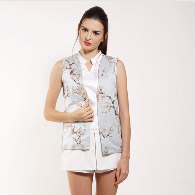 Nu collective top + outer size M