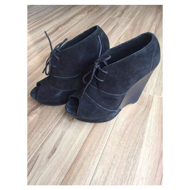 RMK black wedge heels size 7