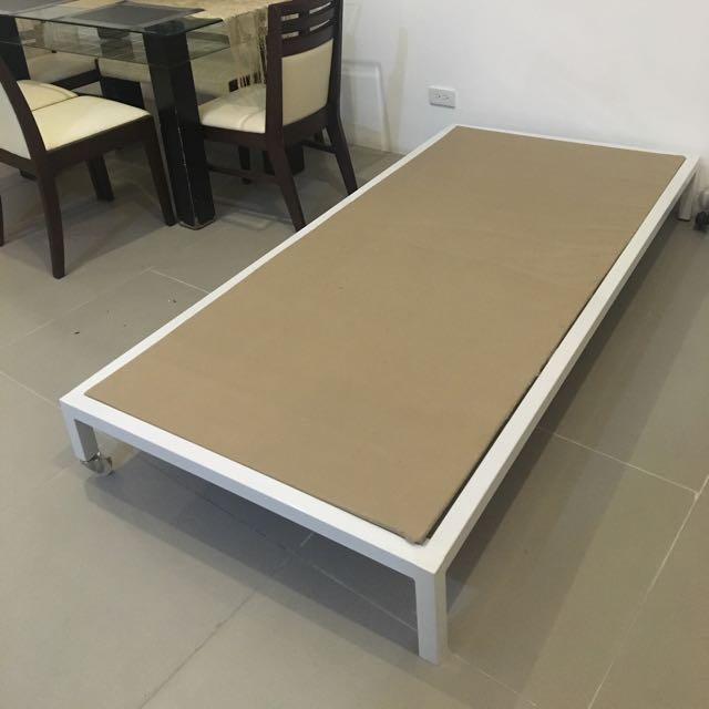 Rush!!! White Metal Bed Frame