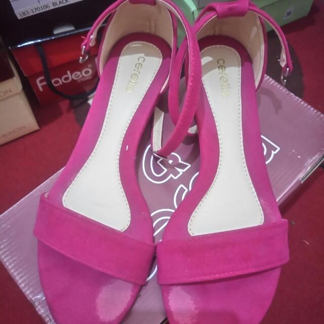 Sepatu Sandal Cerelia Shocking Pink