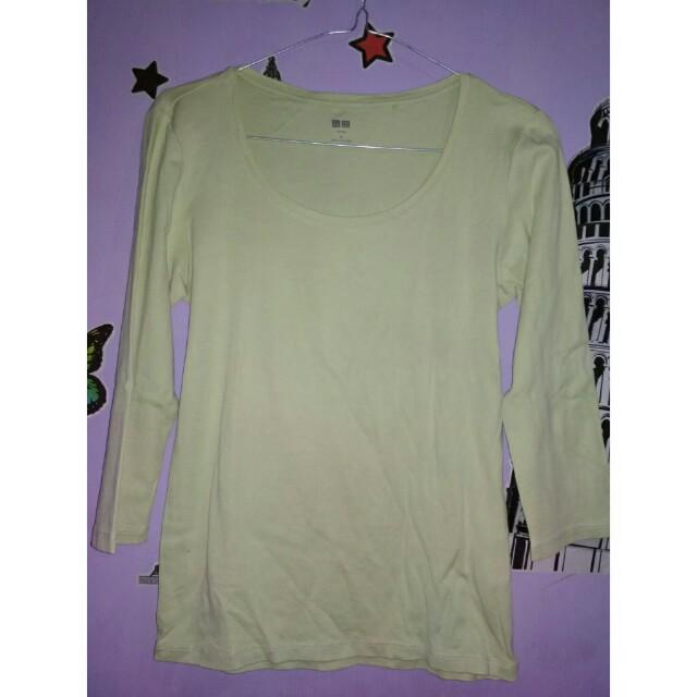Uniqlo t-shirt green