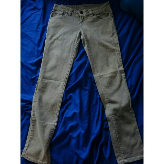 Women's Maong Pants Jeans Folded and Hung