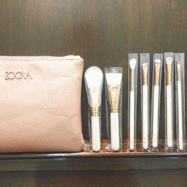 Zoeva 玫瑰金刷具 Rose golden luxury set