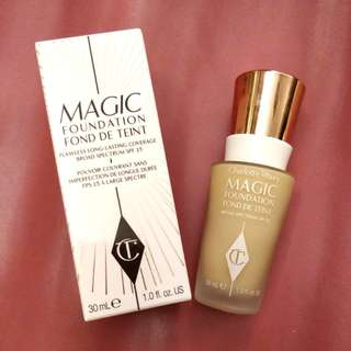 Charlotte Tilbury Magic Foundation 魔幻粉底液 4.5 Medium Moyen