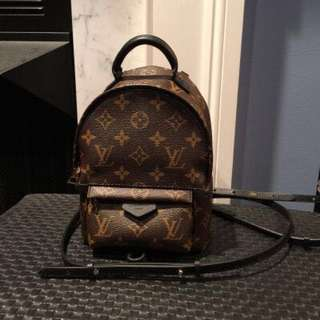 LV mini backpack(hold)