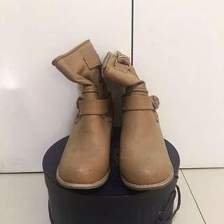 Parisian Nude Boots