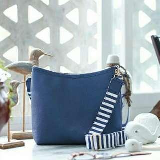 Tas sling bag warna navy
