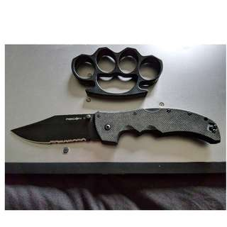 Brass Knuckle and Knife( Not spring-loaded)
