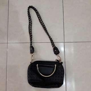 Tas hitam sling bag