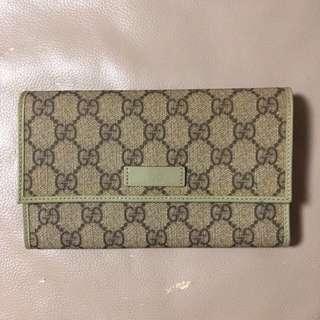 Gucci 銀色 100%正品 ( 銀包內有些地方有少量的藍原子筆痕跡 )