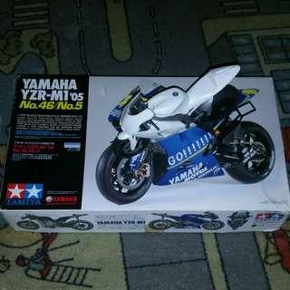Yamaha yzr-m1 05 rossi