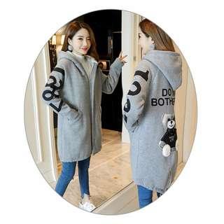 【現貨/售完下架】女裝(258057):棉質!熊熊*長版連帽外套(尺碼:L/XL/2XL/3XL)_免運。
