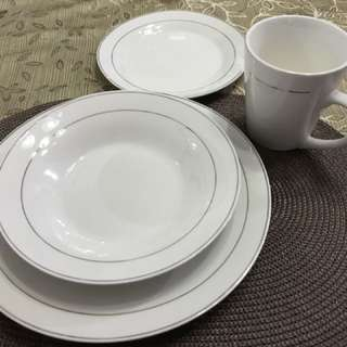 Repriced: Complete set of Dining Plates