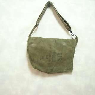 三件7折🎊 美軍公發側背包 腰包 斜背包 墨綠刷色 老品 logo 極稀有 復古 古著 vintage