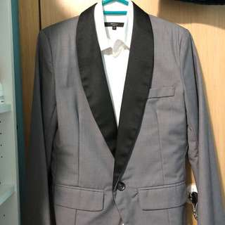 Informal short grey blazer from Messy