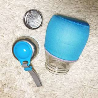 Glass tumbler with strainer
