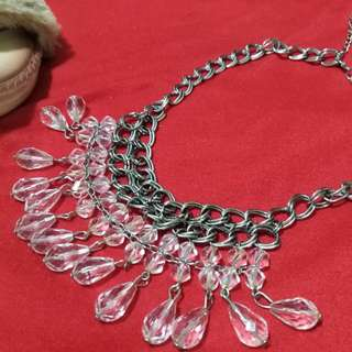 Sparkling necklace for your OOTD