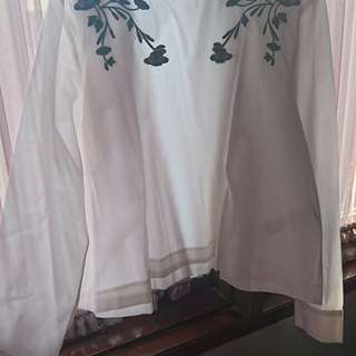 Zara white flowers blouse Size S Fit To m