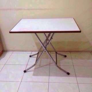 Meja Kayu Lipat Solid Permukaan Putih Melamin