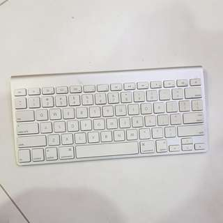 Mac Apple Bluetooth Keyboard (QWE not working)