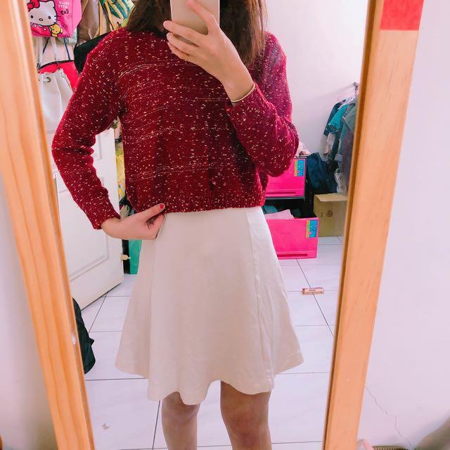 針織紅色上衣
