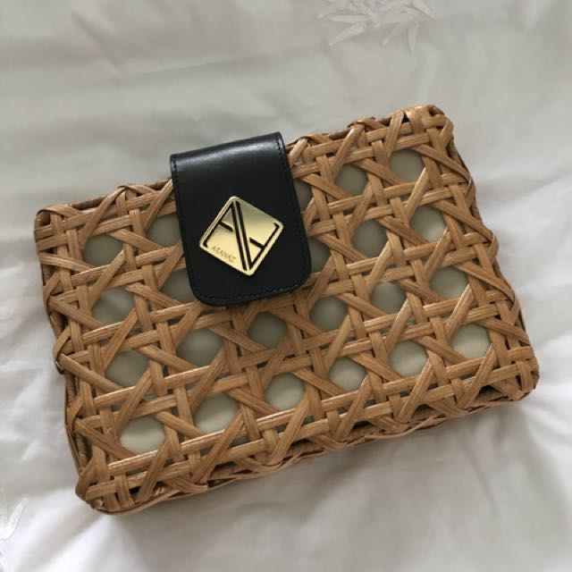 Aranaz Crossbody Bag & Clutch