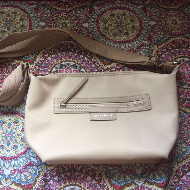 Authentic Pre-loved Longchamp Sling Bag