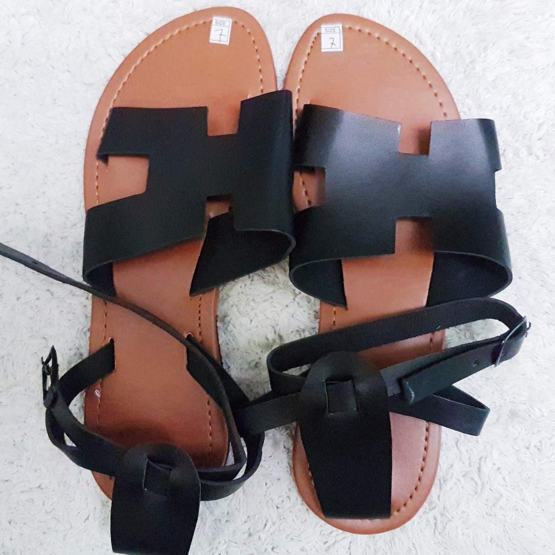 Size 7 Black Cut Out Flat Sandals