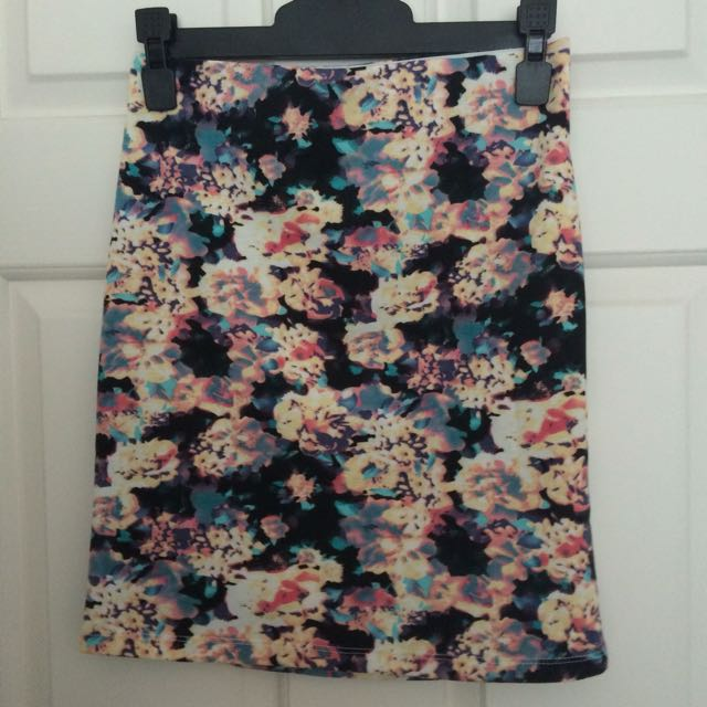 BNWOT Colourful floral mini skirt size 6
