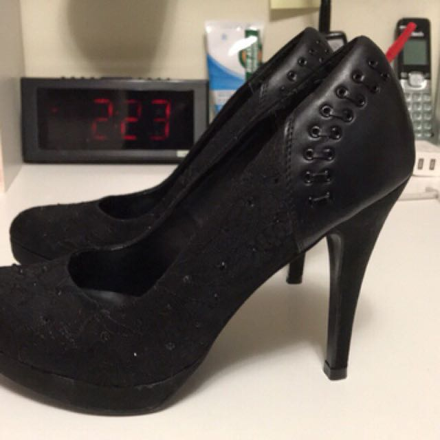Call it spring black pumps